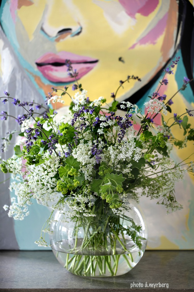 blomsterarrangemang-med-hjälp-av-tejp